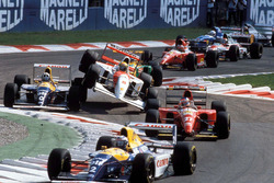 Start zum GP Italien 1993 in Monza: Alain Prost, Williams, führt; Damon Hill, Williams, und Ayrton Senna, McLaren, kollidieren
