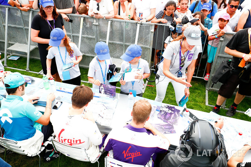Sam Bird, DS Virgin Racing, Alex Lynn, DS Virgin Racing. sign autographs for fans