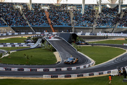 Juan Pablo Montoya e Helio Castroneves alla guida della Whelen NASCAR