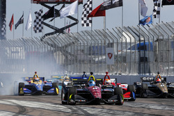 Robert Wickens, Schmidt Peterson Motorsports Honda leads on a restart