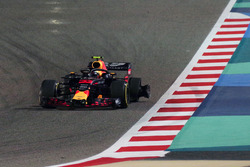 Max Verstappen, Red Bull Racing RB14 with puncture on lap one