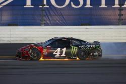 Kurt Busch, Stewart-Haas Racing Ford Fusion damaged on fire