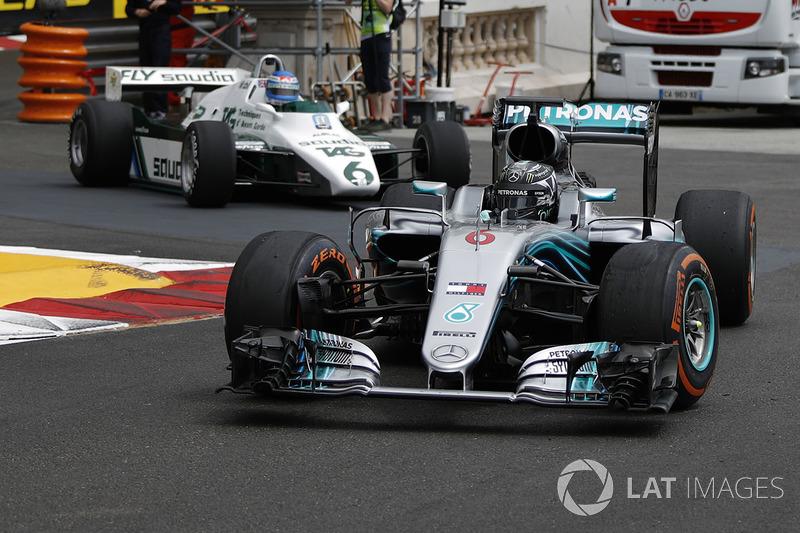 Nico Rosberg, Mercedes-Benz F1 W07 Hybrid y Keke Rosberg, Williams FW08