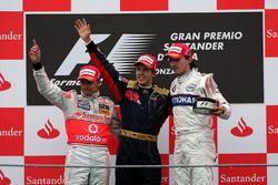Podium: race winner Sebastian Vettel, Scuderia Toro Rosso, second place Heikki Kovalainen, McLaren,
