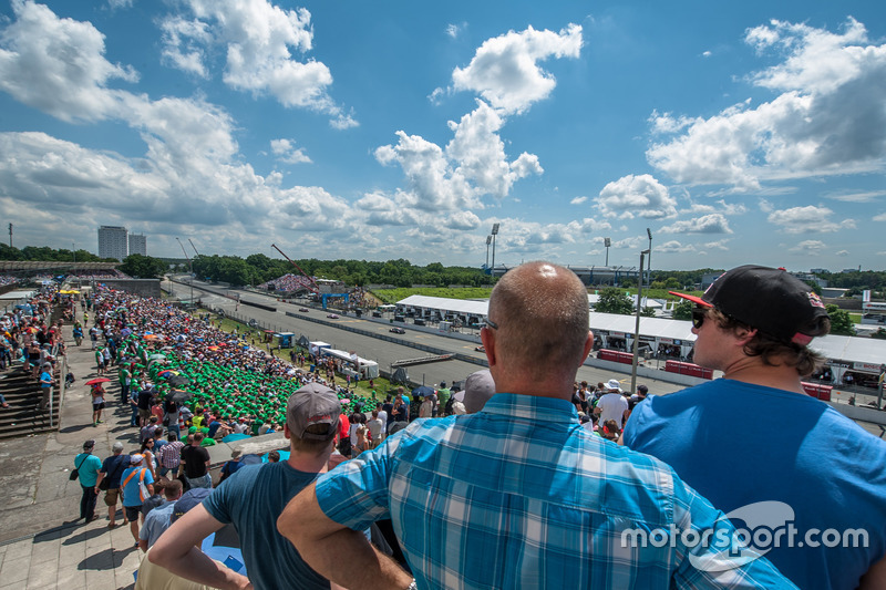 Atmosphere, spectators