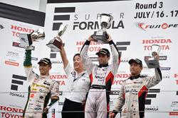 Podium: winner Joao Paulo de Oliveira, Team Impul, second place Kazuki Nakajima, Team Tom's, third place Yuhi Sekiguchi, Team Impul and Kazuyoshi Hoshino, Team Impul Director