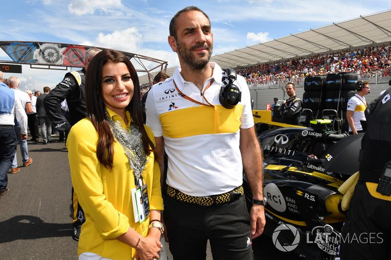 Cyril Abiteboul, Renault Sport F1 Managing Director and Aseel Al-Hamad, board member of the Saudi Arabian Motor Federation (SAMF) and FIA Saudi Arabia Representative of Women in Motorsport Commission on the grid