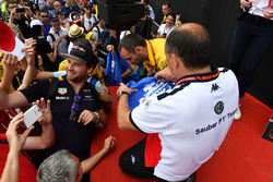 Frederic Vasseur, Sauber, Team Principal signs autographs for the fans