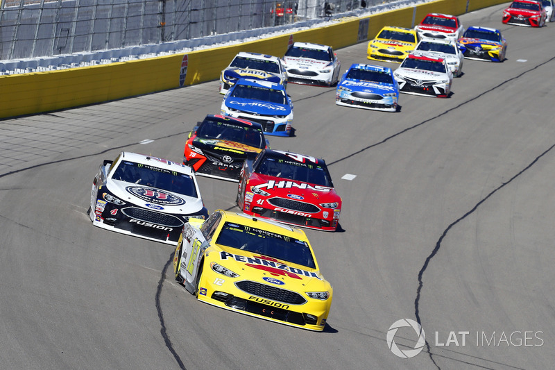 Ryan Blaney, Team Penske, Ford Fusion Menards / Pennzoil and Kevin Harvick, Stewart-Haas Racing, Ford Fusion Jimmy John's