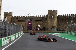 Daniel Ricciardo, Red Bull Racing RB14 Tag Heuer, Max Verstappen, Red Bull Racing RB14 Tag Heuer