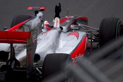 Il vincitore della gara Jenson Button, McLaren MP4-25