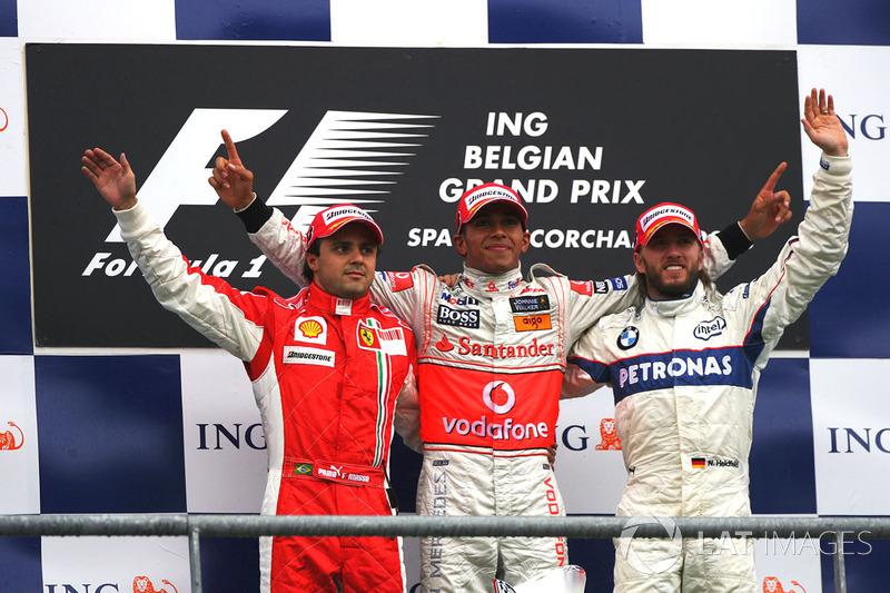 2008: Felipe Massa Lewis Hamilton chegou a cruzar a linha de chegada em primeiro, mas foi punido em 25 segundos por ter cortado uma chicane.