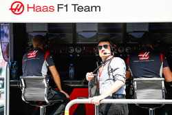 Guenther Steiner, Team Principal, Haas F1 Team, on the pit wall