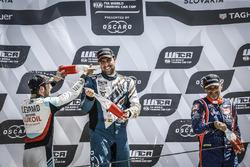 Podio: ganador de la carrera Pepe Oriola, equipo Oscaro por Campos Racing Cupra TCR, segundo lugar Jean-Karl Vernay, Audi Sport Leopard Lukoil equipo Audi RS 3 LMS, tercer lugar Gabriele Tarquini, equipo BRC Racing Hyundai i30 N TCR