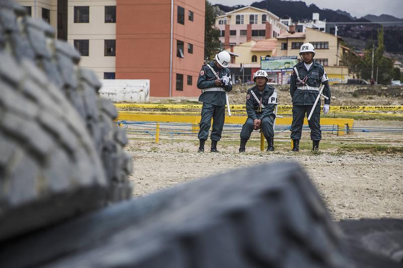 Поліція біля Team Kamaz Master у бівуаці