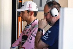 Esteban Ocon, Sahara Force India F1 and Tom McCullough, Sahara Force India F1 Team Chief Engineer