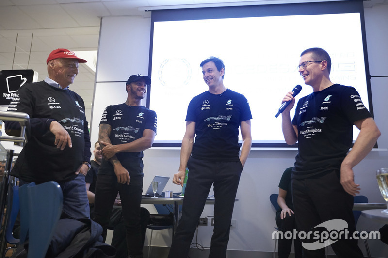 Niki Lauda, Presidente no ejecutivo, Mercedes AMG F1, Lewis Hamilton, F1 de Mercedes AMG, Toto Wolff, Director Ejecutivo de Mercedes AMG F1