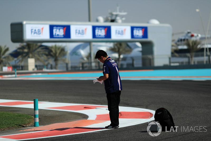 Инженер-шинник Sahara Force India F1 Team Дзюн Мацузаки