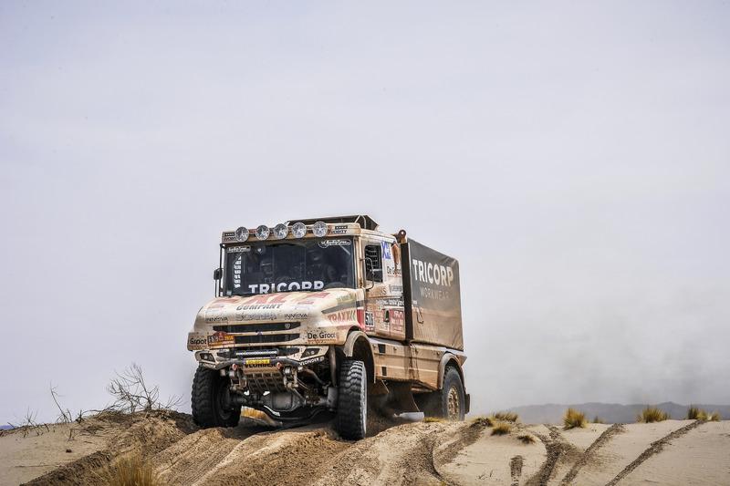 9. #516 Scania: Маурік ван ден Гьовел, Вілко ван Орт, Мартін ван Рой
