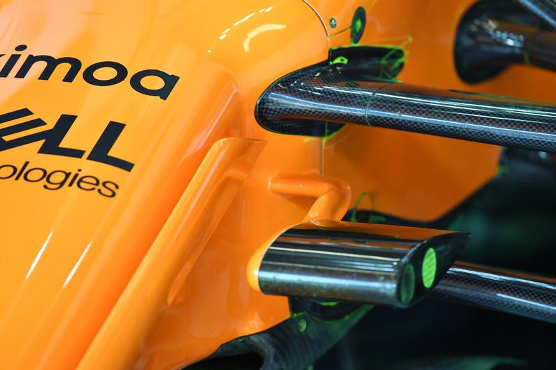 Vue détaillée de la suspension avant de la McLaren MCL33