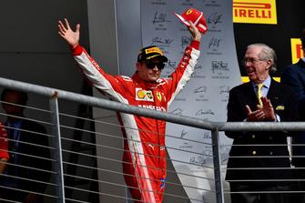 Kimi Raikkonen, Ferrari, festeggia sul podio