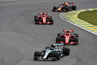 Valtteri Bottas, Mercedes-AMG F1 W09 leads Kimi Raikkonen, Ferrari SF71H and Sebastian Vettel, Ferrari SF71H