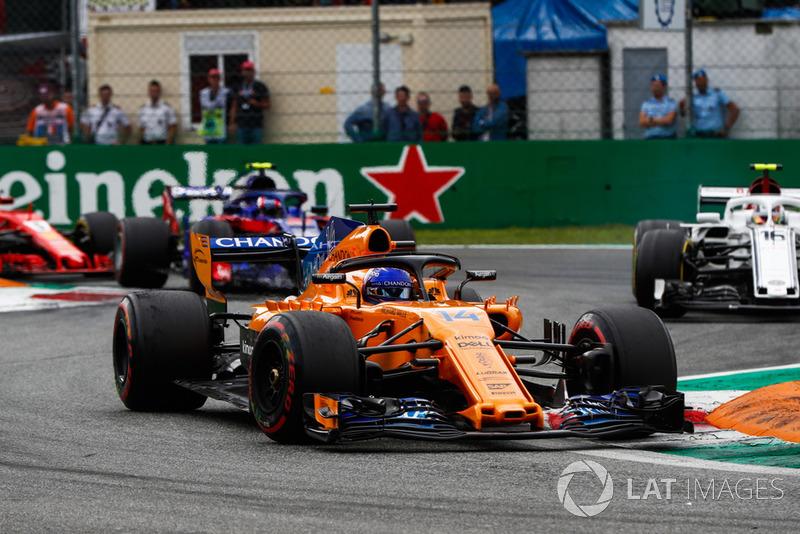Fernando Alonso, McLaren MCL33, Charles Leclerc, Sauber C37 y Pierre Gasly, Toro Rosso STR13