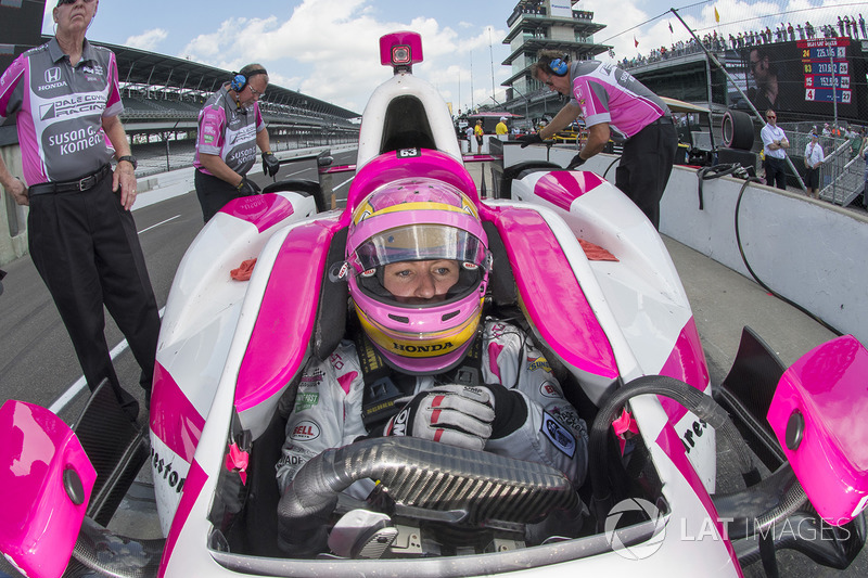 "Dale Coyne Racing: <img src=""https://cdn-7.motorsport.com/static/img/cfp/0/0/0/200/227/s3/united_kingdom-2.jpg"" alt="""" width=""20"" height=""12"" /> Пиппа Манн (№63, выступит на Indy 500)"