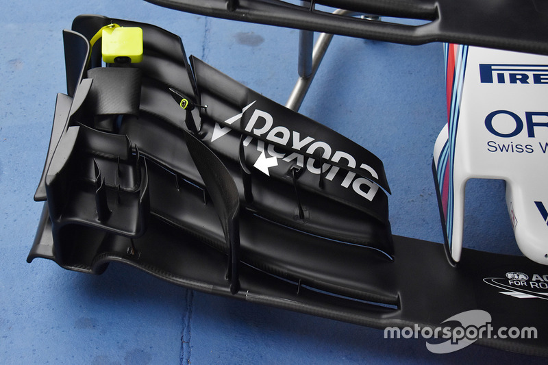 Gros plan sur l'aileron avant de la Williams FW40