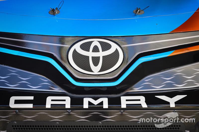 Logo: Toyota Camry