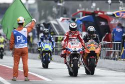 Хорхе Лоренсо, Ducati Team, Пол Еспаргаро, Red Bull KTM Factory Racing, виїжджають із піт-лейну