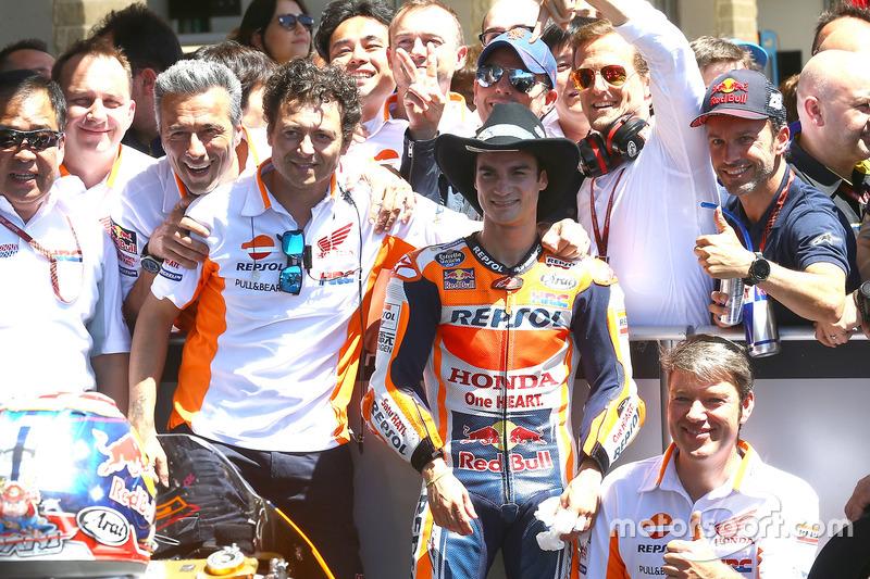 Dani Pedrosa merayakan finis ketiga bersama tim