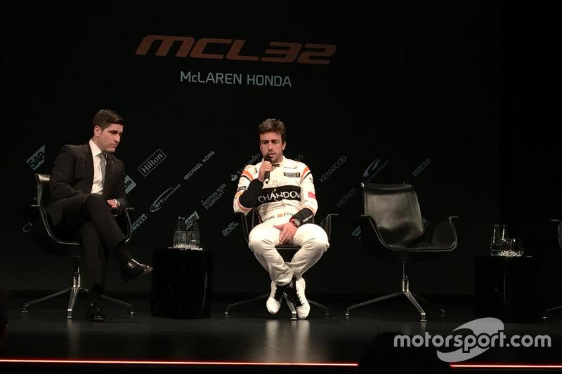 Simon Lazenby mit Fernando Alonso, McLaren