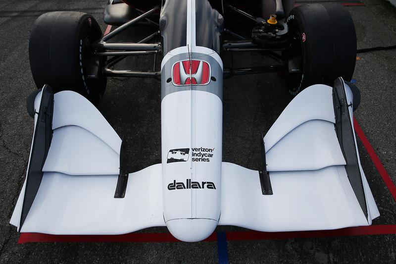 Машина IndyCar для сезону 2018 року з двигуном Honda