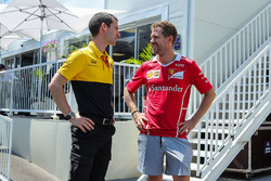 Sebastian Vettel, Ferrari e Remi Taffin, Capo delle Operazioni in pista Renault Sport F1