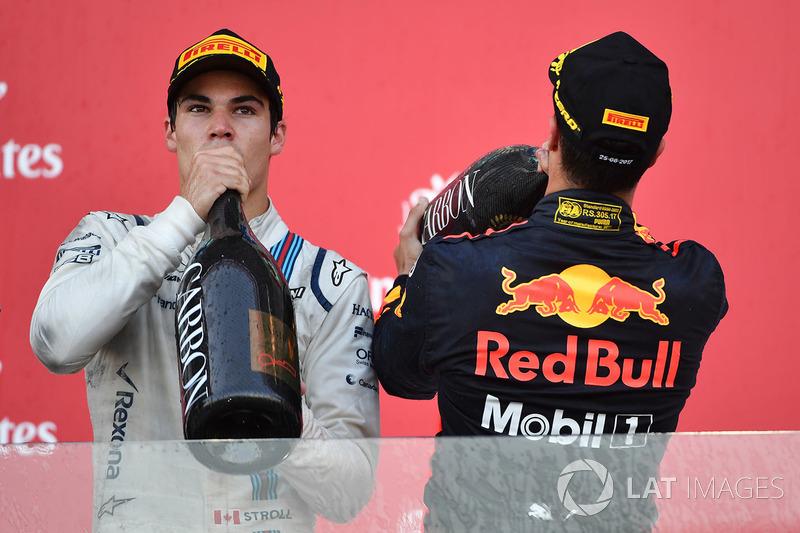 Podio: ganador de la carrera Daniel Ricciardo, Red Bull Racing,  y el tercer lugar Lance Stroll, Williams