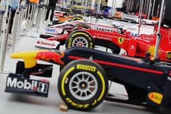 Боліди Формули 1 на Трафальгарській площі
