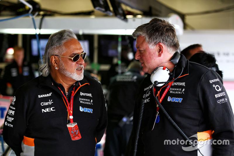Власник Force India Віджей Маллья й операційний директор Отмар Сафнауер