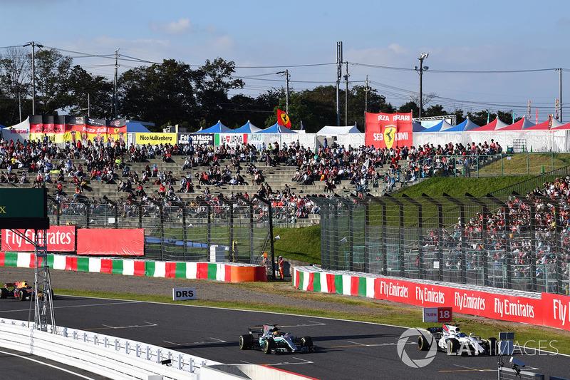 Lewis Hamilton, Mercedes-Benz F1 W08 e Felipe Massa, Williams FW40