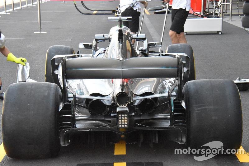 Mercedes W09'un arka tarafının görüntüsü ne kadar soğutmaya ihtiyaç duyduğunun göstergesi
