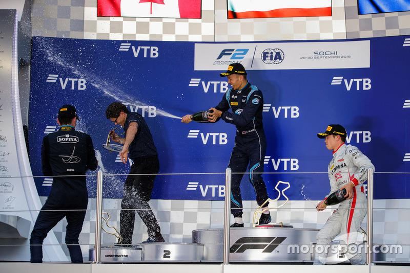 Podio: ganador de la carrera Alexander Albon, DAMS, segundo lugar Nicholas Latifi, DAMS, tercer lugar Nyck De Vries, PREMA Racing
