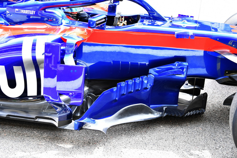Scuderia Toro Rosso STR13 barge boards