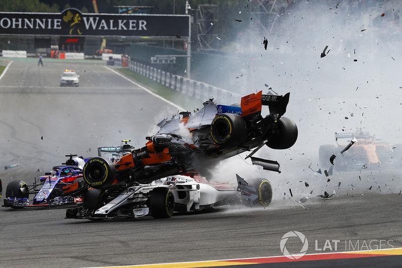 Charles Leclerc, Sauber C37, mengalami kecelakaan di GP Belgia