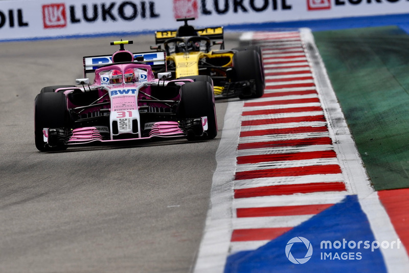 Esteban Ocon, Racing Point Force India VJM11 and Nico Hulkenberg, Renault Sport F1 Team R.S. 18