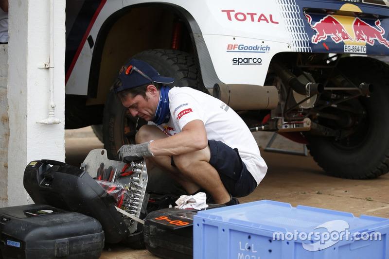 Механик Peugeot Sport