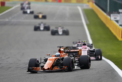 Fernando Alonso, McLaren MCL32, Esteban Ocon, Sahara Force India F1 VJM10
