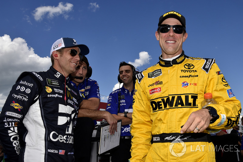 Jamie McMurray, Chip Ganassi Racing Chevrolet; Matt Kenseth, Joe Gibbs Racing Toyota