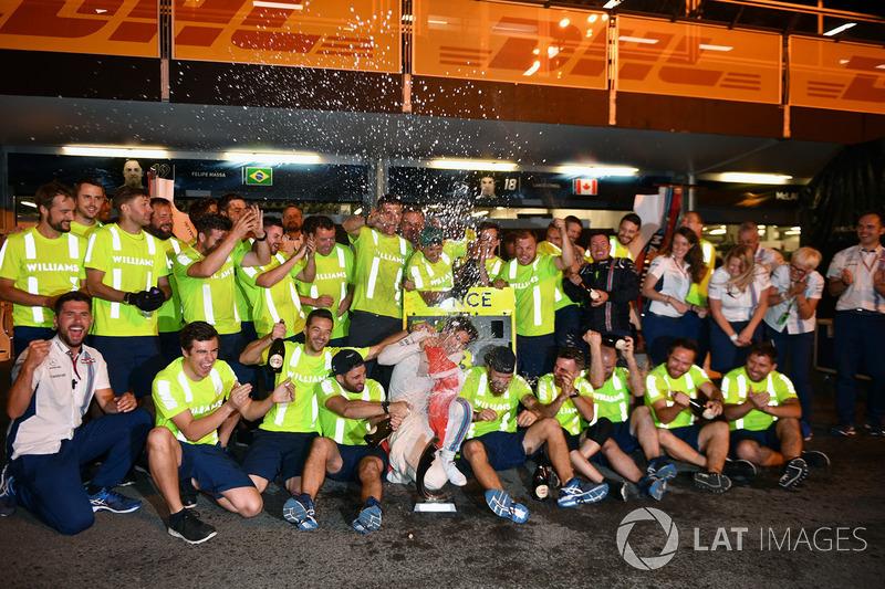 Lance Stroll, Williams celebra con el equipo