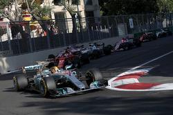Lewis Hamilton, Mercedes AMG F1 F1 W08 y Sebastian Vettel, Ferrari SF70H