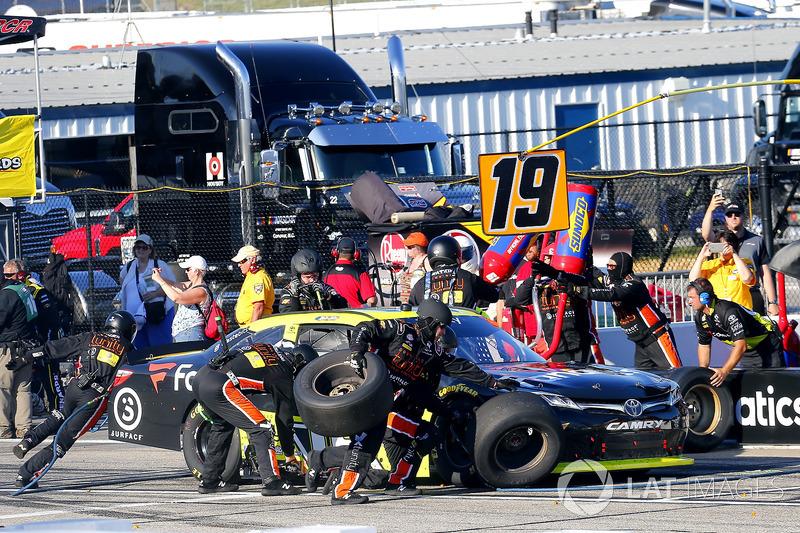 Matt Tifft, Joe Gibbs Racing Toyota pit stop